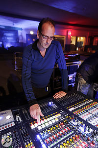 Huw Richards was Oasis's front–of–house engineer for the gig.
