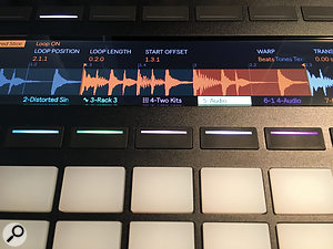 A view of a  clip's waveform, showing parameters, plus start, end and loop markers. Colour–coding indicates the played, and looped, sections.