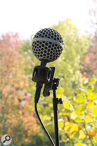 Used outdoors, even the slightest breath of air is enough to generate huge subsonic rumbles from the unprotected mic, but the supplied windshield did its job very well.