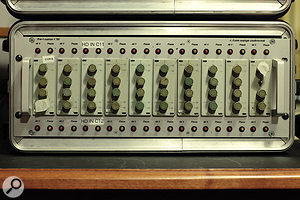A  rack of East German RFZ V781 dual–channel amplifier modules.