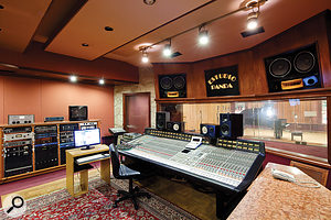Estudio Panda's large Studio A was built in 1990, with a control-room design by George Augspurger.