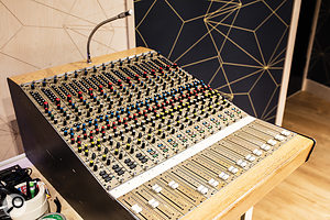 A vintage 15-channel Cadac A-series sidecar is on hand for tracking and mixing duties.