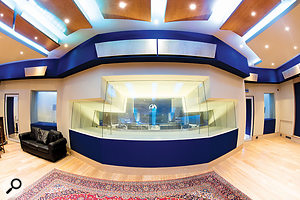 The whole facility combines extraordinary acoustic separation between different spaces with excellent sight lines.