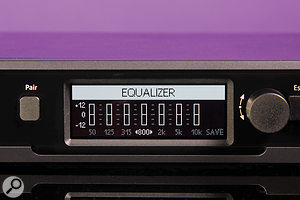 The EM D1 receiver incorporates many digital signal–processing options, among them automatic gain control, a  de–esser, and a  seven–band graphic EQ.