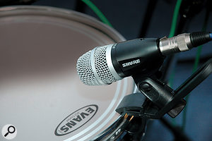 The ability of dynamic mics to be able to withstand high SPLs makes them ideal for loud sources, such as drums.