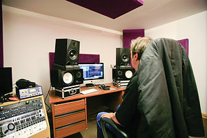 Supervillain Paul White scrutinises different monitor arrangements while listening to a  sine–wave test set up in Logic Pro X.