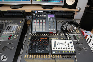 The Waldorf 2–Pole filter was hooked up to the mixer as an aux send effect.