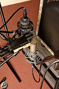 The same amp was miked with five different mics at once. Although the inevitable difficulty in placement means that there will be variations in tone due to the positioning of each mic in relation to the amp, the resulting recordings should give you a good impression of the differences in sound between these mics.
