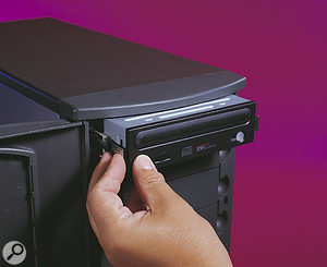 The supplied Samsung CD-RW drive provided excellent read and write performance.