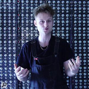 1000 Oscillator Synth - Sam Battle