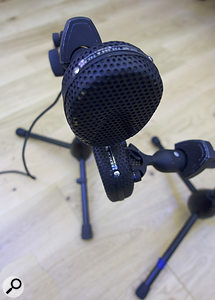 6. The Coles figure-of-eight ribbon mics were set up as a Blumlein pair, in arelatively low position that kept the cymbal wash down in the balance.