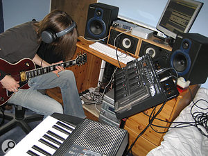 Tom Warner recorded the original double-tracked chorus guitar part using Logic Pro and a Line 6 modelling preamp.