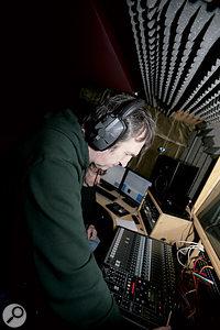 How loud should you listen on headphones?