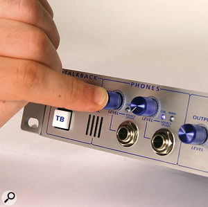 Pushing either of the headphone output knobs switches the monitoring source allocated to it between the cue and main mixes.