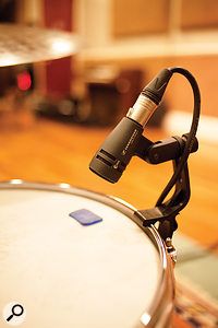 To augment the overhead and room mics, industry-standard close mics were employed, in conventional positions. Tommaso Colliva was surprised at how little the room influenced the sound captured by these close mics.