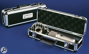 The SE1000 & SE2200 are shipped in robust hard cases with suspension shockmounts included.