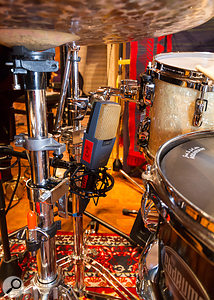 Mike also replaced the over-snare close mic with a figure-8 model pointing at the side of the shell.