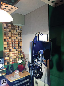 The acoustic treatment in our São Paulo home studio, pictured, follows the principle of thirds: one-third absorption, one-third diffusion and one-third reflection. In our hotel rooms, where pillows and blankets substituted diffusors and acoustic clouds, we ended up with something closer to two-thirds absorption and one-part reflection.