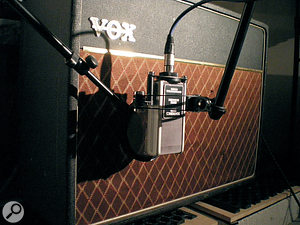 Above: testing the Delta on aVox AC15 amplifier. Above right: testing on an Orange cabinet with Soldano Hot Rod 50+ amp.Note the presence of the pop shield in both cases, to protect the ribbon from strong blasts of air from the cabinets.
