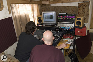 Once the team had done what they could for the monitoring, Paul demonstrated how to go about getting a good vocal sound without over-processing.
