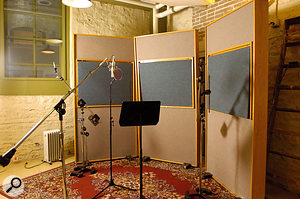 A typical Steve Hodge vocal setup using a Neumann U67.