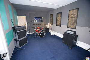 Using a combination of plastic sheets and MDF panels, some high-frequency reflections were added back to the live room, without compromising the absorption of mid and low frequencies.