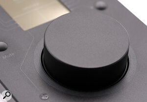 The La Remote's encoder wheel's resistance is controlled with amagnetic clutch that ensures good tactile feedback.